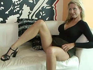 Shaped mature wife Emma Starr relative to action