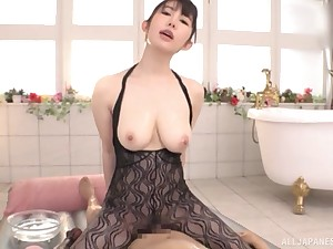 After relaxing knead Rinne Touka pleases hard and fat client's cock