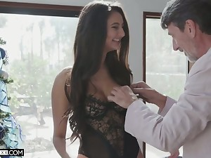 Long-legged sexy babe Eliza Ibarra takes dick deep purchase her wringing wet pussy for doggy