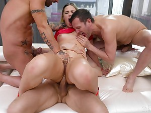 Rough anal for the big ass hottie in scenes of group XXX