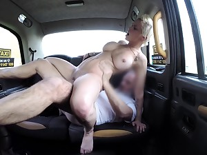 Busty woman ends in riding the taxi driver enquire into become successful blowjob