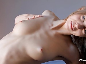 Teen Tweeny spinster Gloria Plays with her Delicious Pussy